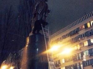 Снос памятника Ленину на бульваре Шевченко