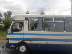 Разбитая вандалами маршрутка. Фото с сайта ГУ МВД Украины в Киевской области