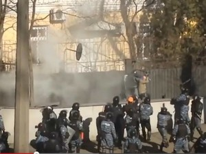 """""""Беркут"""" избивает журналистов"""
