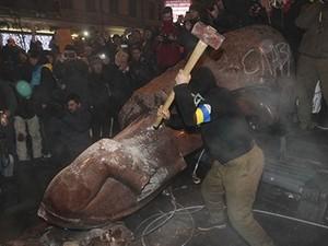 демонтаж советских памятников в киеве
