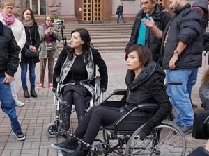 карпа и витвицкая в инвалидных колясках