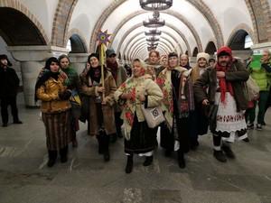 Пассажиры столичной подземки радостно фотографировали выступающих