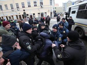 Полицейские имеют право на применение силы против «активистов»