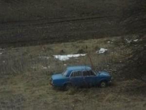 Воры оставили авто в поле и разошлись по домам