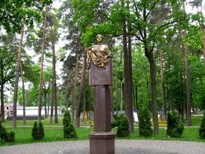 Парк и памятник Зарифы Алиевой в Ирпене
