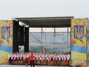 Также планируется фотовыставка и показ национальных украинских костюмов