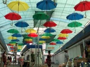 Зонтики выполняют практические функции