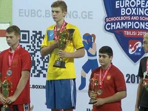 Ткаченко праздновал победу в финальном поединке над боксером из Беларуси