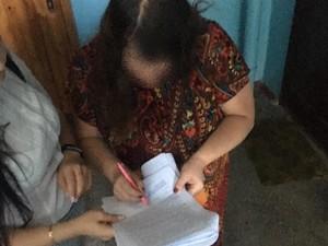Работники избирательной комиссии проводили подсчет голосов в помещении кафе