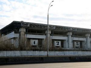 Точнее – не Ледовый стадион, а несколько гектаров под ним