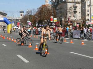 велосипедисты на крещатике